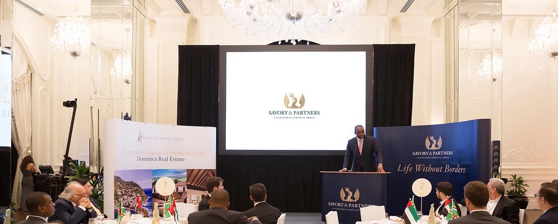 نخست وزیر دومینیکا، در گردهمایی اختصاصی سیوری و شرکا برای شهروندان سخنرانی می کند